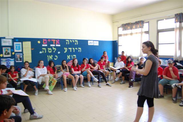 """אומנות נגד אלימות - פעילות נבחרת מנהיגות צעירה מתלמה ילין בבית הספר היסודי """"כצנלסון"""" בגבעתיים"""